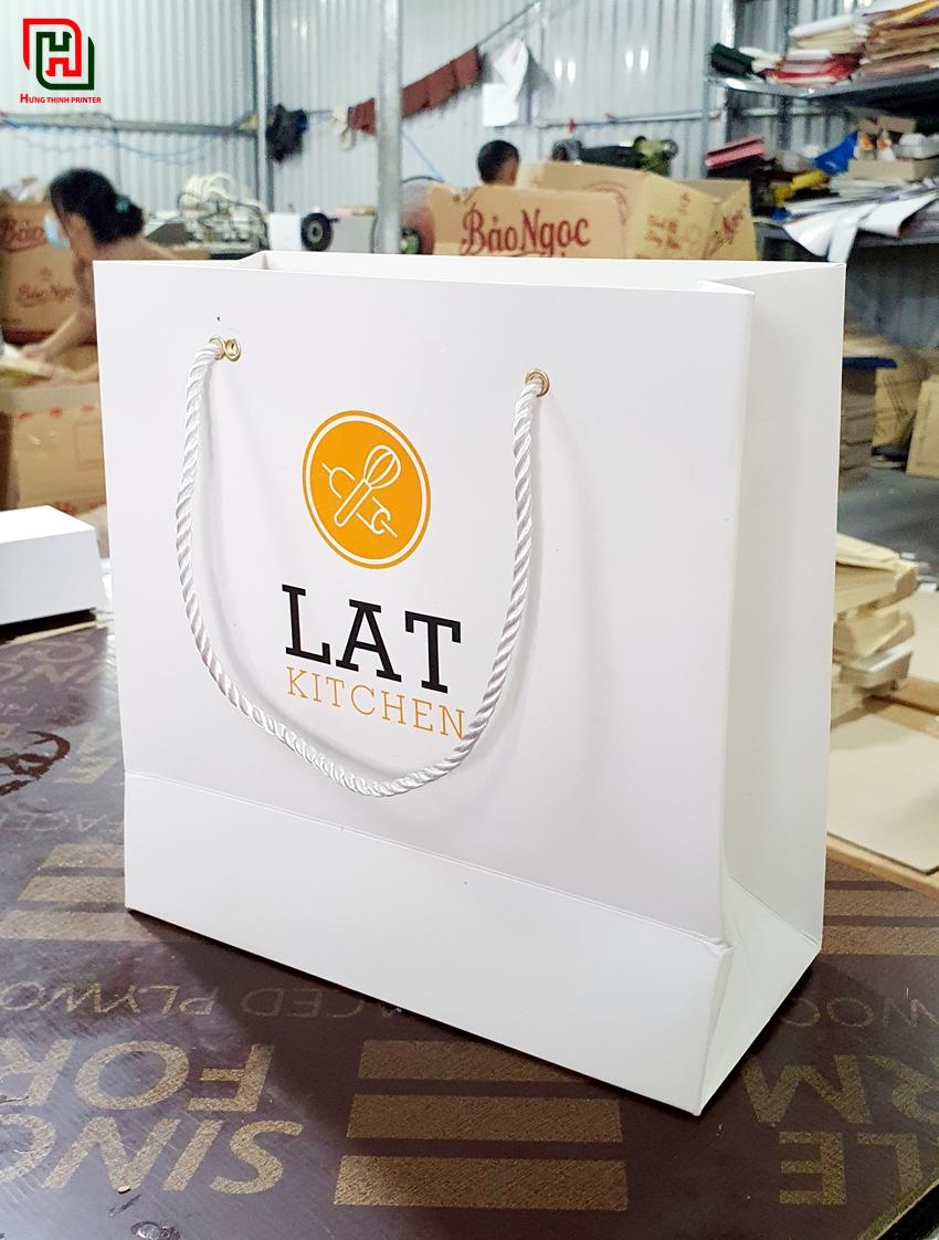 Túi giấy màu trắng đẹp