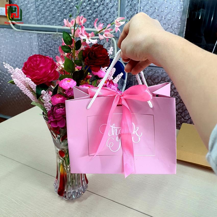 Túi giấy màu hồng đẹp